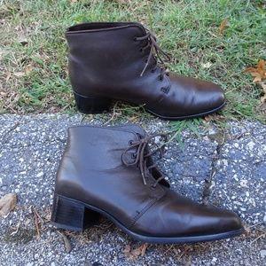 Blondo Waterproof Ankle Boots | Brown | 9B